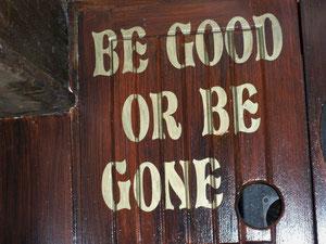 """Soyez bons ou partez"""