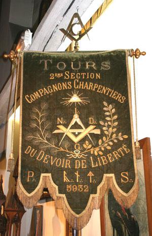 Bannière des compagnons charpentiers du Devoir de Liberté de Tours
