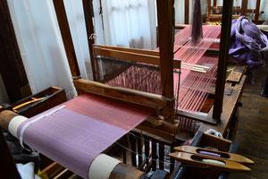 上田紬の織機は高機です。
