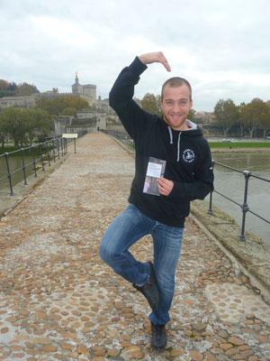 sur le pont d avignon on y danse, on y danse... (envoi de Jojo le 15/11)