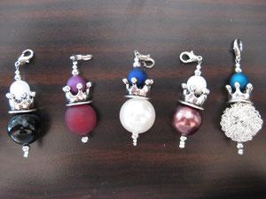 Krone auf diversen Perlen / 4,50 €