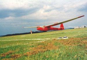 Unsere ASK-18 beim Anflug auf das Ziellandefeld