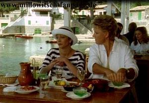 Marie ist nach Mallorca geflüchtet und trifft dort Elfie, die in Hofstädter verliebt ist und nicht weiß, wie es mit ihr weitergehen soll