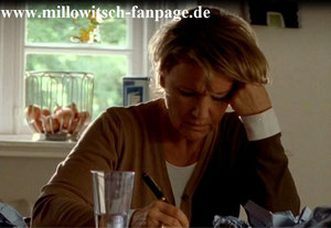 Marie verfällt immer mehr dem Alkohol und Tabletten, mit denen sie versucht, den Schmerz über den Verlust von Ilka und Vivien zu ertragen
