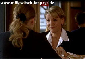Barbara gesteht Marie, dass sie in Christian Dolbien verliebt ist. Marie rät ihr, besser die Finger von ihm zu lassen, denn sie weiß nämlich, dass Iris ebenfalls in ihn verliebt ist, was sie Barbara aber verschweigt.