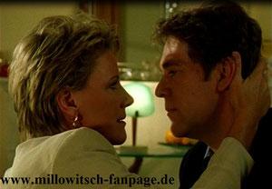 Spiel mit dem Feuer: Marie und Sebastian küssen sich