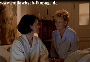 Marie tröstet Ilka, die von ihrem Freund Zoltan Landauer sehr verletzt ist