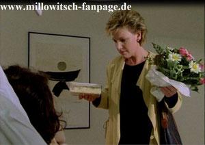 Marie besucht Ilka nach deren Autounfall im Krankenhaus