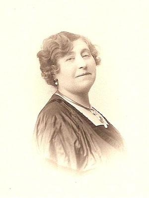 Marie-Thérèse plus jeune.