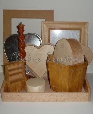Supports à décorer : plateau, caches pots, miroirs,petites boites, coeurs en bois, moules en forme de coeur... en tôle