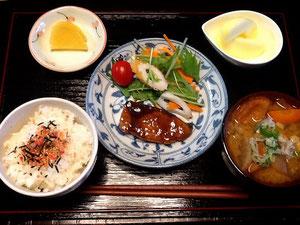 10/2 薩摩汁、ブリの照焼、ちくわと水菜の和風サラダ、リンゴ、たくあん、ふりかけご飯