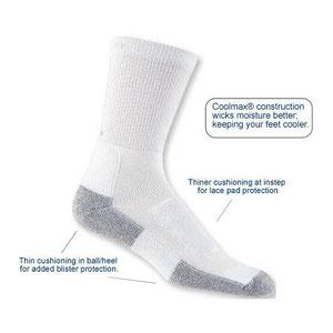 calcetines diseñados para caminar, mezcla de tejidos con Coolmax, con rellenos en talon, planta y empeine ( fuente : Thorlo)