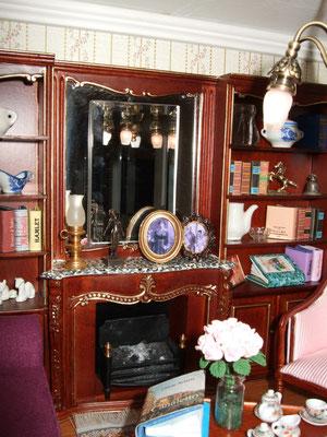 Ell mueble es de Créal y la mayoría de los libros (todos impresos) de Dateman Books.