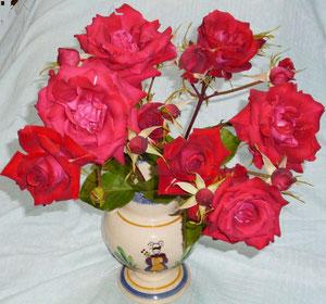 早速、花瓶に・・。一枝なので、すんなりと収まりました。