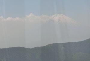 ケーブルから微かに富士山