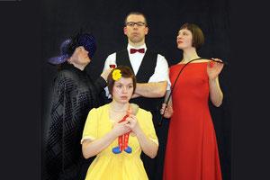 Diener Rudolf  und die drei Schwestern Charlotte, Cäcilie und Clementine