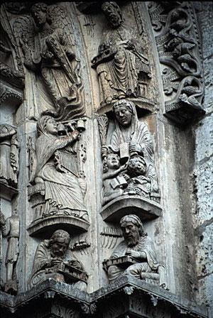 Las Artes Liberales de la escolástica, plasmadas en el pórtico de Chartres.Cada una representada por un maestro de la Antiguedad: Aristóteles, Boecio, Cicerón, Donato, Euclides, Ptolomeo y Pitégoras.