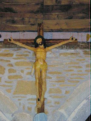 Cristo policromado talla del XVII, de la Capilla de Trémalo, a la salida de Pont-Aven, quedó cautivado por su belleza, y le sirvió de inspiración para su obra maestra.