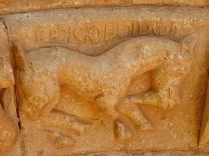 Unicornio, caballo con cuerno en la frente, símbolo de pureza y virginidad, poco representado en el románico.