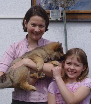 Julia und Clara mit Basaya