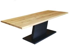 Industriedesign Esstisch Eiche mit Baumkante Tischgestell Z aus Stahl