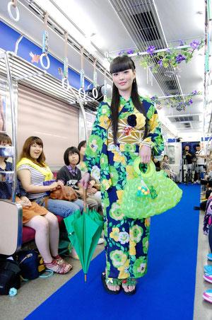 人気モデルの秋元梢さんもスペシャルゲストで登場