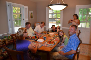 Fam. Anderson, Bine und Markus und die Römer beim Abendessen