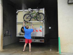 Jetzt kann man auch die Fahrräder wieder erkennen...