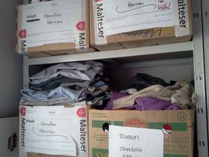 Dank der Spenden aus der Bevölkerung können wir Kleidung abgeben an Menschen in besonderen Lebenslagen