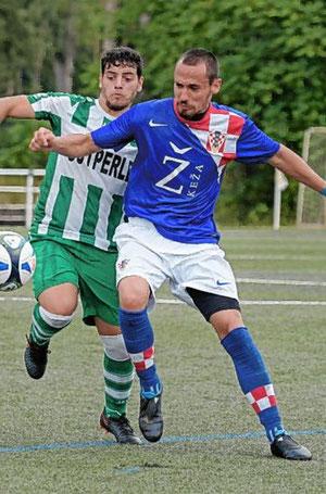 Die Blaugrünen - hier Miguel Angelo Ferreira Mauricio - liefen hinterher. © Nix