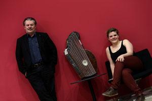 Wilfried Scharf und Veronika Daxecker, die sich mit Vanessa Peham abwechselt, im neuen Musiktheater