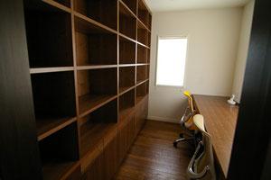 最近の納品。ウォールナットの書斎