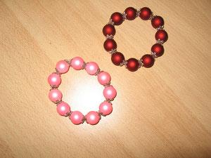 Bracelets : résine satin : 8 euros. Vendus.