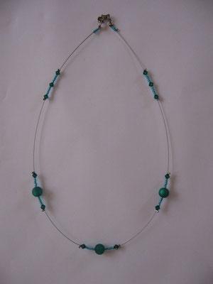 Modèle 47 : longueur 47 cm, perles rondes mates, toupies swarowski, perles de rocailles : 6 euros. Modèle unique. VENDU.