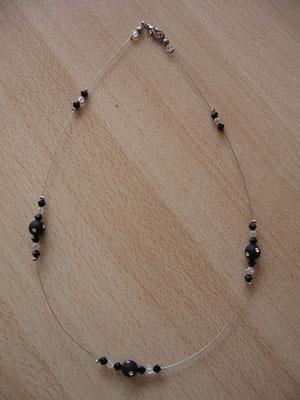 Modèle 40 : longueur 46 cm, toupies swarowski, perles rondes mates incrustées : 7 euros. VENDU.