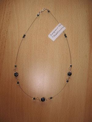 """Modèle 17 : longueur 46 cm, toupies swarowski, perles rondes """"oeil de chat"""" : 7 euros. VENDU."""