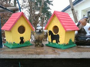 Und wie wäre es mit einem lustig bemalten Vogelhaus für Katzen- und auch Pferdefans???