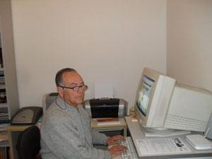 Armando Fiscon che lavora ai so libri in ogni ocasión