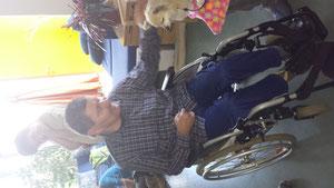 Menschen und Tiere mit Behinderungen können Freude am Leben haben! Gesehen auf www.facebook.com