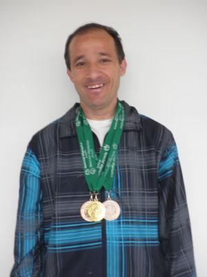 Miguel Ángel con sus tres medallas