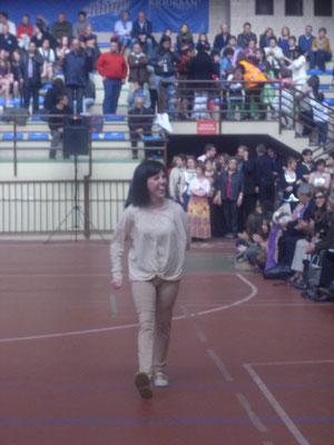 Maria Fer,  desfilando