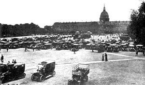 Les taxis rassemblés esplanade des Invalides à Paris