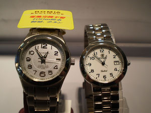 ソーラーとクォーツ時計の比較写真