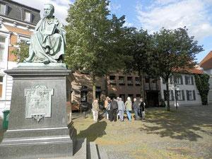 Thomasdenkmal, Kirchplatz