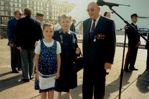 18 juin 2002 - La petite-fille de Michel Pérot, Madame Veuve Philippe Fratacci et  Monsieur Roger CUFFEL, Français Libre FAFL,  alors Président de l'A.A.F.L. du Havre