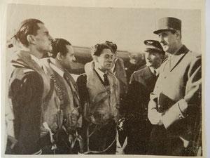 Au centre: Jean Maridor, le général Vallin et le général de Gaulle