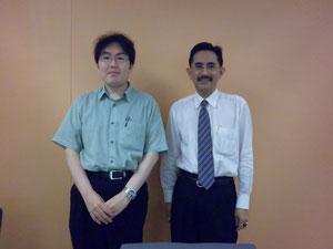 博士(政策科学)竹本拓治先生(写真左)