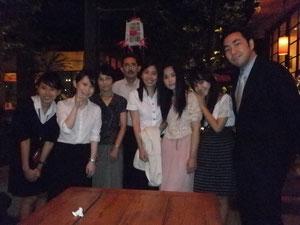 村野良子学習院大学教授(左から3人目)