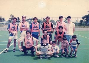 20年前の「個サル」 中央は三浦淳宏さん
