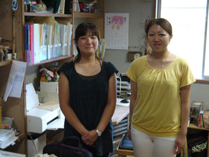 (左)トチギ環境未来基地 事務局長 大木本舞さん (右)インターンシップ生 郷間梨々加さん